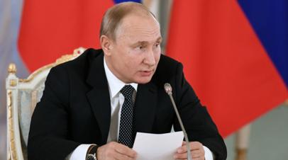 Путин призвал не затягивать с созданием культурных кластеров