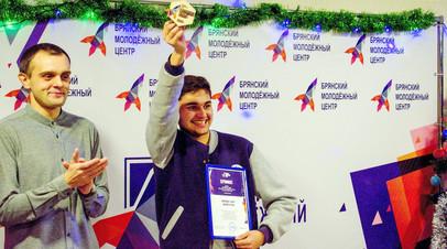 Со справкой, но без свидетельства: после запроса RT в МВД юный волонтёр смог подать заявку на временное проживание в РФ
