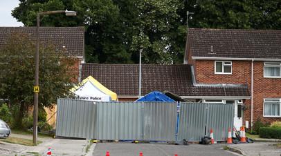 СМИ: Крышу дома Скрипаля в Солбсери демонтируют