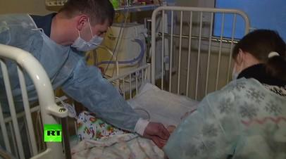 «Все тебе привет передают»: сотрудники МЧС навестили Ваню Фокина, спасённого в Магнитогорске