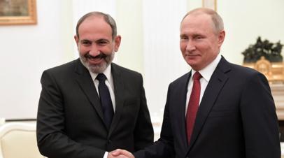 Путин поздравил Пашиняна с назначением на пост премьера Армении