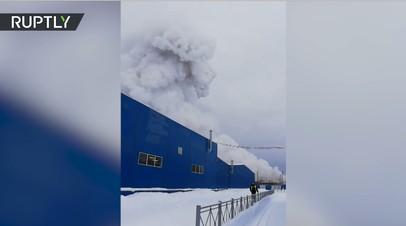 Видео с места взрыва на заводе «Полипласт» в Ленинградской области