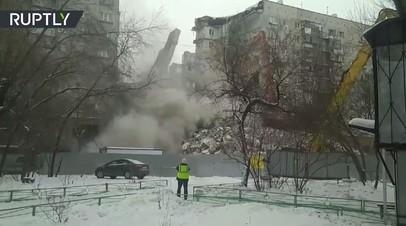 Видео: снос стены, повреждённой при обрушении подъезда в Магнитогорске