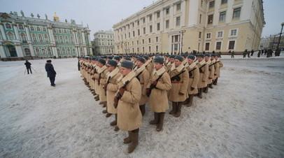 Движение на Дворцовой площади ограничат из-за «Салюта над Ленинградом»