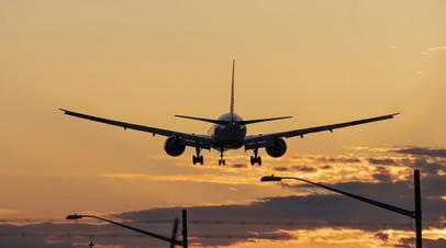 Самолёт совершил вынужденную посадку в Сочи из-за дебошира на борту