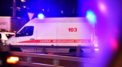 Прокуратура выясняет обстоятельства падения наледи на двух человек в Петербурге