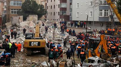 Число жертв обрушения жилого дома в Стамбуле выросло до трёх