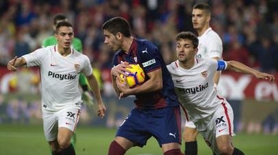 «Севилья» благодаря двум голам в концовке вырвала ничью в матче Ла Лиги с «Эйбаром»
