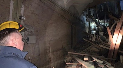 Глава МЧС России вылетел в Петербург в связи с обрушением перекрытий в вузе