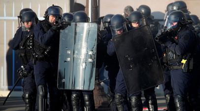 Полиция задержала 23 человека в ходе протестов в Париже