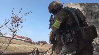 Источник: в Дагестане силовики блокировали дом с боевиками