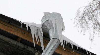 В Удмуртии проводят проверку по факту травмирования женщины в результате падения снега с крыши