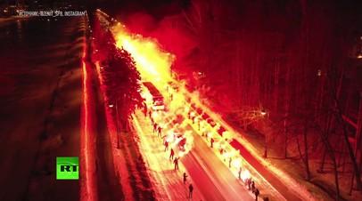 Огненный приём «Зенита»: сотни фанатов клуба зажгли фаеры перед матчем с «Фенербахче»