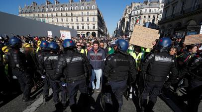 Полиция задержала шесть человек в ходе протестов в Париже