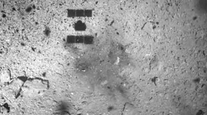 Загадочное тёмное пятно: что учёные увидели на снимке поверхности астероида Рюгу